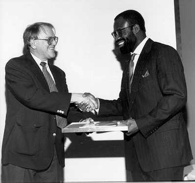 Gordon Bell Presents Prize to Emeagwali